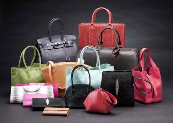 a4454f65e ... en el apartado de complementos también hay accesorios esenciales que te  sacarán de un aprieto. Entre los tipos de bolsos básicos que debes tener,  ...